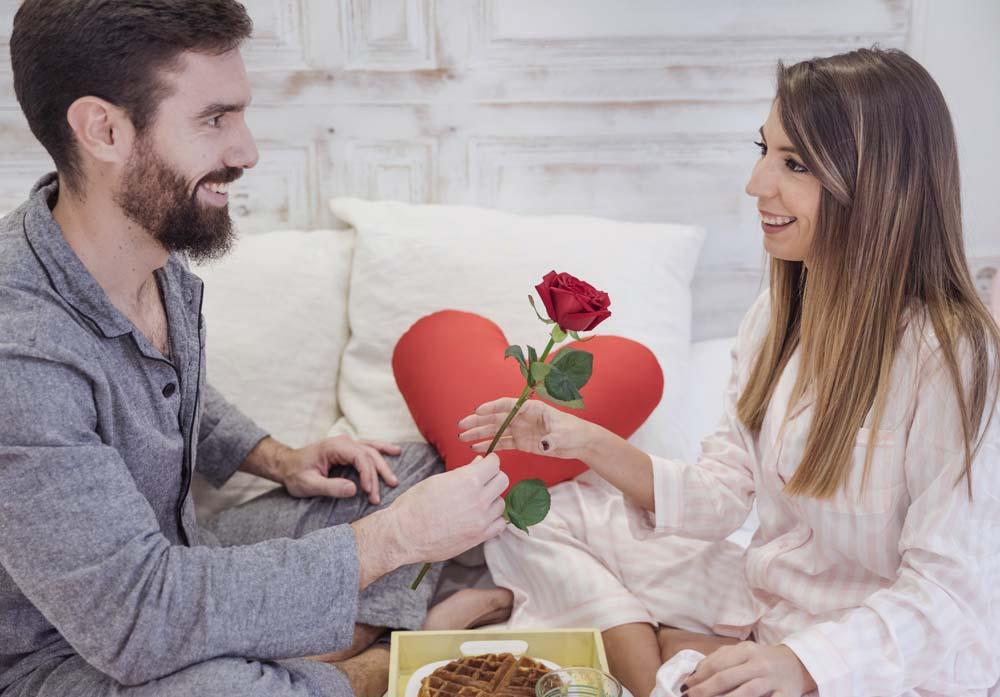 افطار على السرير في عيد الحب 4 عريس و عروسه في عيد الحب