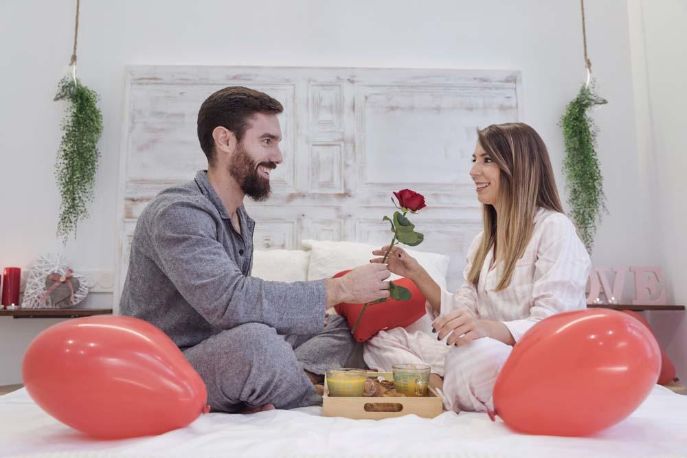 افطار على السرير في عيد الحب 5 عريس و عروسه في عيد الحب