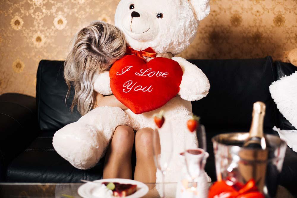 بنت ودبدوب عيد الحب 1 صور رومانسيه بنت شايله دبدوب عيد الحب