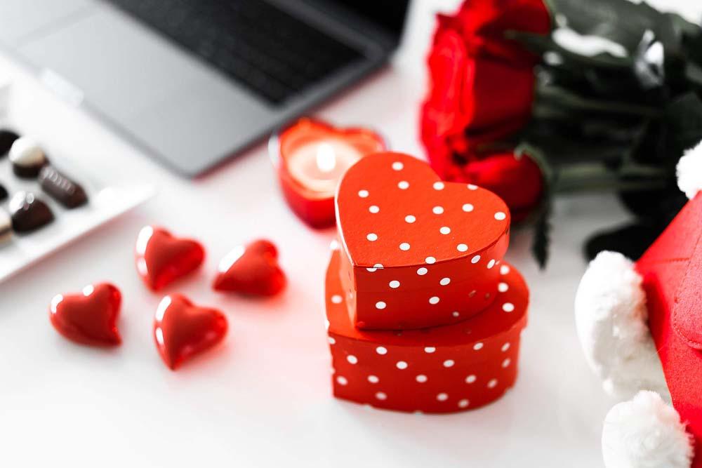 بنت ودبدوب عيد الحب 4 صور رومانسيه بنت شايله دبدوب عيد الحب