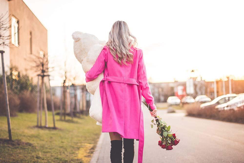 بنت ودبدوب عيد الحب 6 صور رومانسيه بنت شايله دبدوب عيد الحب