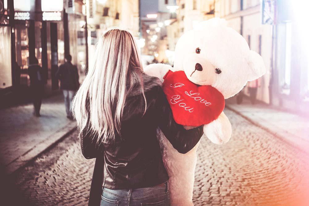 بنت ودبدوب عيد الحب 7 صور رومانسيه بنت شايله دبدوب عيد الحب