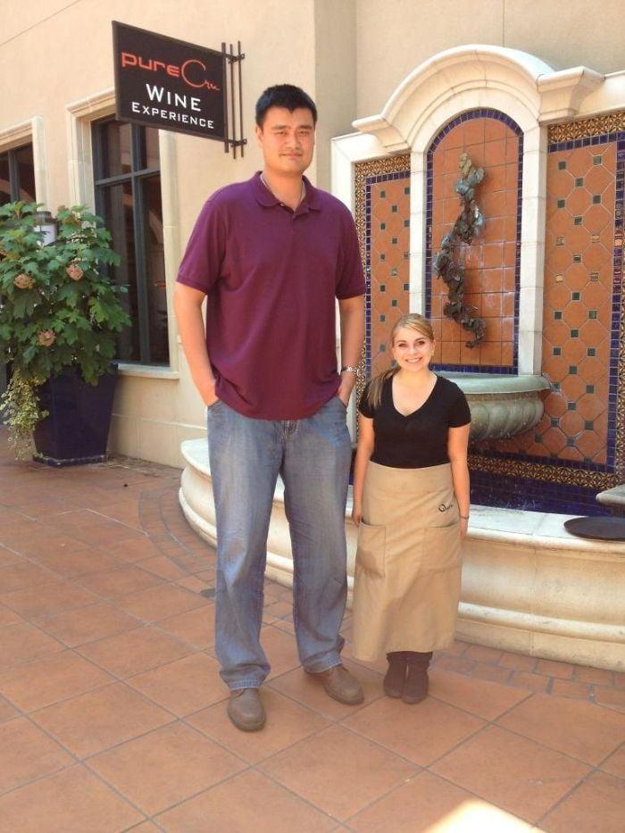 Tall People vs Short People 25 اطول الاشخاص حول العالم