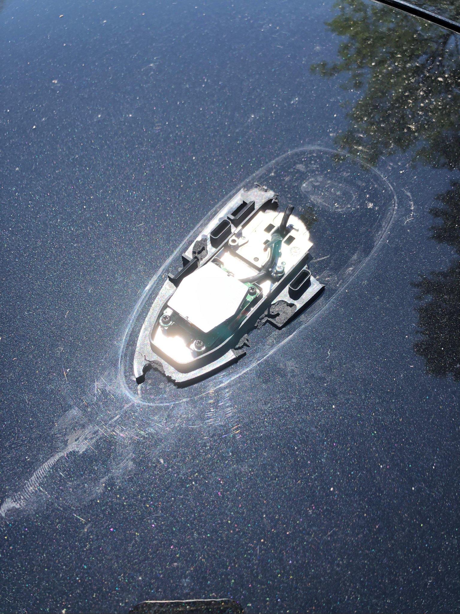My broken car antenna looks like a half sunken boat. غرائب الصور حول العالم